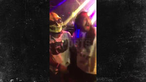 EZEKIEL ELLIOTT -- PULLS A GRONK...Takes Over DJ Booth, Too