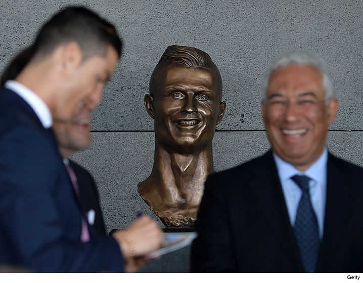 0328-Cristiano-Ronaldo-statue-getty-main