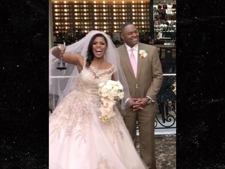 Omarosa Marries Pastor John Allen Newman At Trump Hotel Long Room