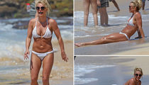 Britney Spears Rocks Hard Abs and Bikini in Hawaii (PHOTO GALLERY)