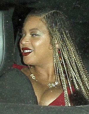 Beyonce Hides Baby Bump from Paparazzi