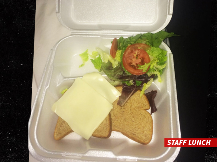 Fyre Festival Sandwich Photo Was Staff Lunch Guests Had Real Food Tmz Com