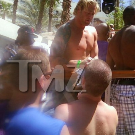 Jeremy Shockey Goes Down at Rehab