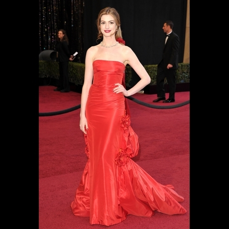 Anne Hathaway's First Dress of the Night -- Zoom!