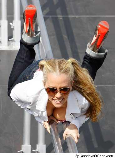 Kendra Wilkinson Works the Pole | TMZ.com