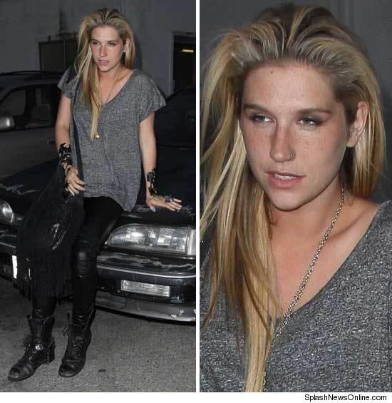 Miohamoonsba Kesha And John Travolta Look Alike