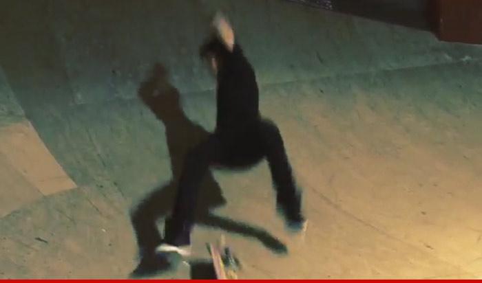 Justin Bieber Falls On His Ass Tmz Com