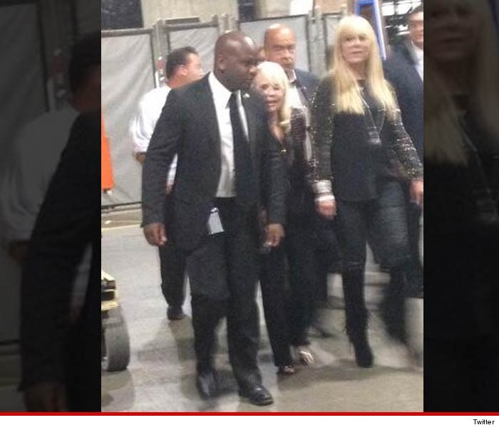 Sterling S Restaurant: Donald Sterling's Wife -- ATTENDS CLIPPERS GAME ... Hey, I