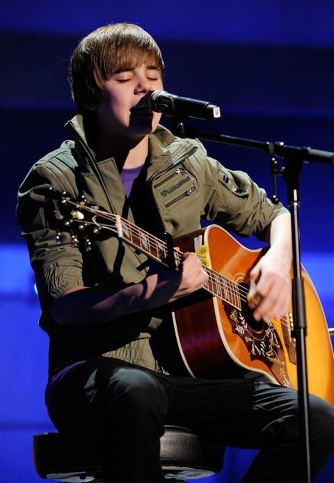 Justin Bieber And His Guitar   Photo 1   TMZ.com  Justin Bieber A...