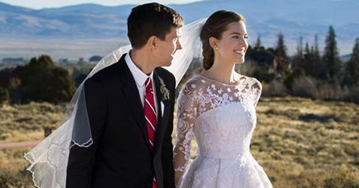 """""""Girls"""" Star Allison Williams Is Married -- See Her"""