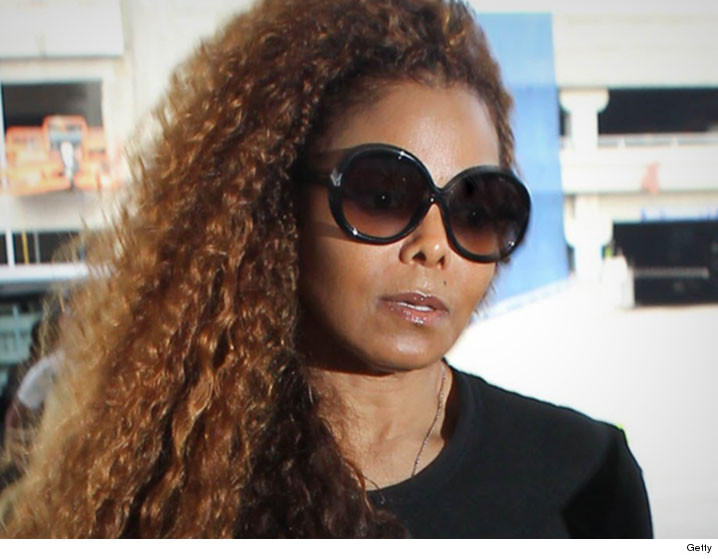 Janet Jackson delays tour to