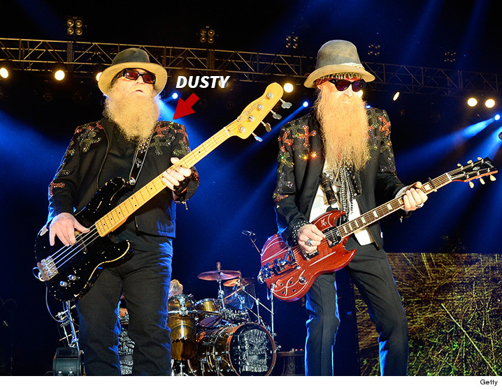 zz tops dusty hill busts shoulder show does not go on