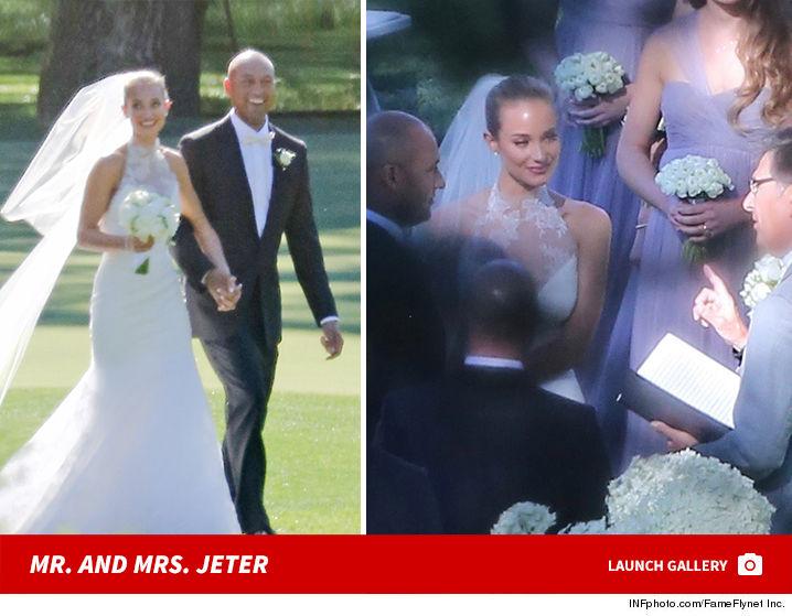 Derek Jeter with her wife HAnnah Davis at their wedding ceremony