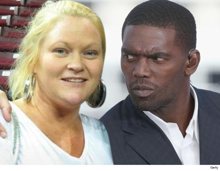 Thaddeus Moss >> Randy Moss' Baby Mama Denies Blowing $4 Mil On Drugs